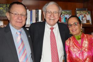 Warren Buffet with Rambam's Prof. Rafi Beyar and Esty Golan